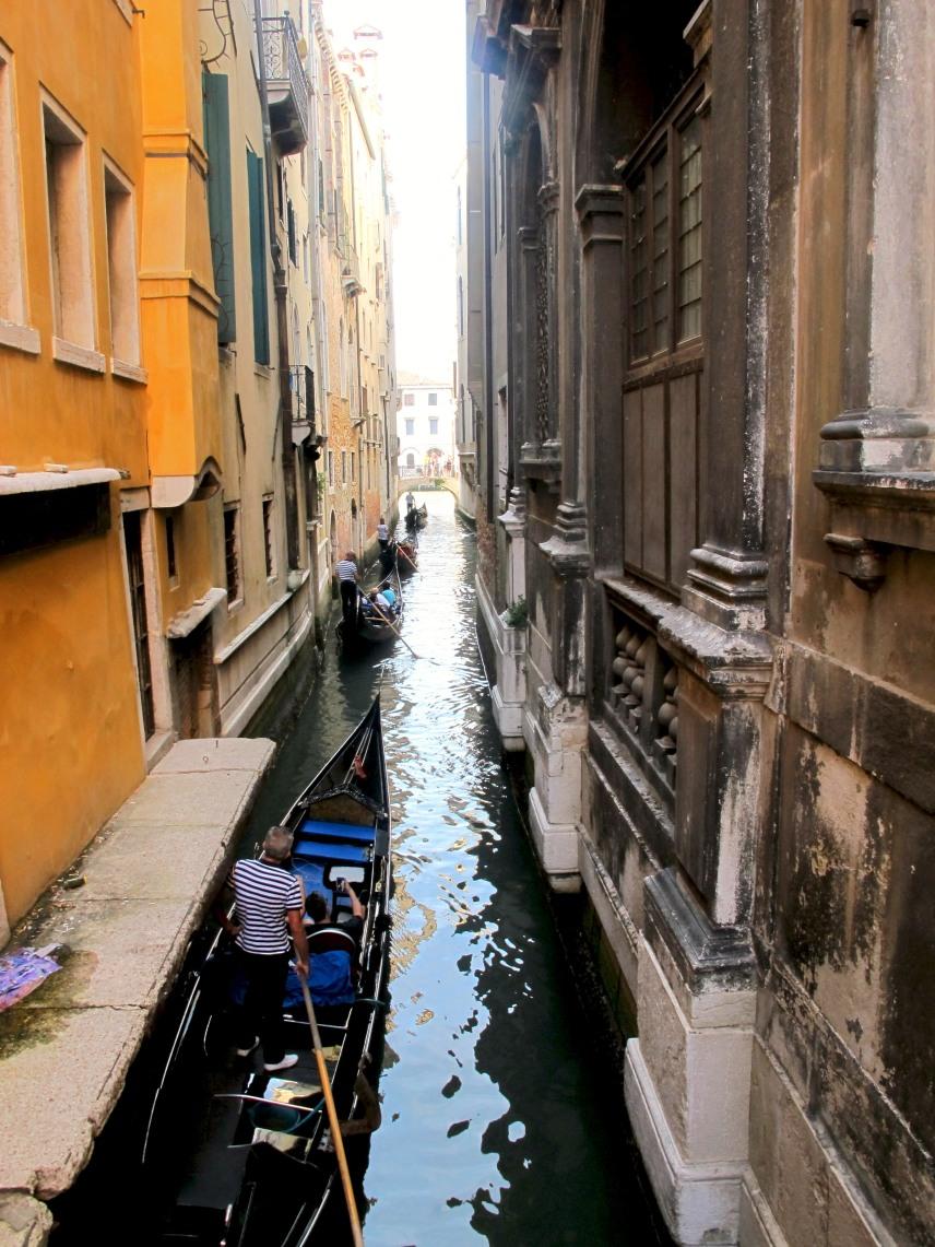 A tiny canal, Venice